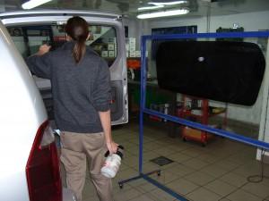 Oscuramento vetri auto la nostra procedura di - Applicazione pellicole vetri finestre ...